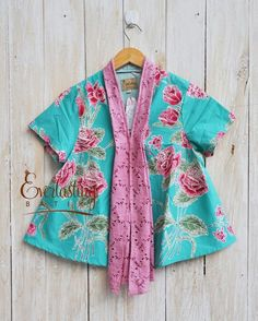 love the color! Batik Kebaya, Kebaya Dress, Blouse Dress, Kebaya Brokat, Batik Fashion, Girl Fashion, Fashion Outfits, Fashion Design, Blouse Batik