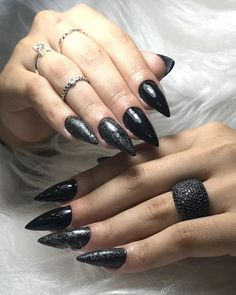 Wanted To Try Stiletto Nails,nail art,nail shapes,stiletto nails Matte Nails Glitter, Pointy Nails, Black Nails, Acrylic Nails, Simple Nail Designs, Nail Art Designs, Spring Nails, Summer Nails, Nail Art For Kids
