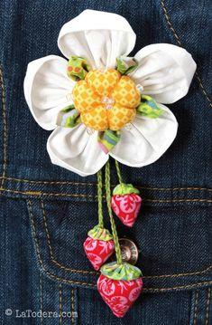Fabric Flower Pattern Tutorial- StrawBerry Bunch Brooch by La Todera