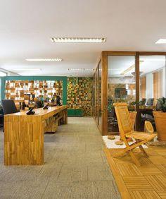 Superlimão cria mobiliário com madeira de reflorestamento para escritório da Nemus, em São Paulo - Feito com madeira de reflorestamento, mobiliário criado por Superlimão para o escritório da Nemus reflete filosofias de cliente e autor :: aU - Arquitetura e Urbanismo