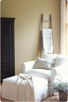 ....would really be nice in a cabin...fresh white slipcovers and a basket of lavendar