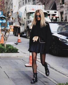 Wearing a via and a super cute ! More than Source by marinathemoss fashion advertising Rainy Day Outfit For Work, Cute Rainy Day Outfits, Mode Outfits, Fall Outfits, Fashion Outfits, Fashion Bags, Givenchy Boots, Moss Fashion, Mode Grunge