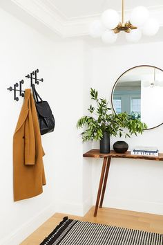 Easy And Cheap Useful Ideas: Minimalist Home Diy Dreams simple minimalist home design.Minimalist Bedroom Boho Pillows modern rustic minimalist home.Minimalist Home Architecture Dreams. Decoration Hall, Decoration Entree, Entryway Decor, Entryway Ideas, Boho Chic Entryway, Hall Way Decor, Hallway Table Decor, Entryway Mirror, Rustic Entryway