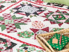 How to Make Picture Quilts: Getting Started - Quilting Daily - The Quilting Company Modern Quilt Blocks, Quilt Block Patterns, Pattern Blocks, Quilting Designs, Quilt Design, Quilting Tutorials, Walking Foot Quilting, Signature Quilts, Quilt Of Valor