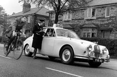 Classic Police Cars: Jaguar Mark 2 3.8 (1962) UK. The days when the British police drove jaguars!