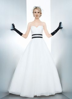 CHLOE - Wedding Gown / Matty 2013 Collection - by Matthew Christopher - Available colours : White & Off White