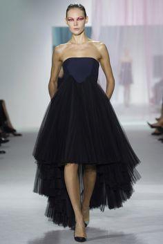 Dior - asimetría en tul....