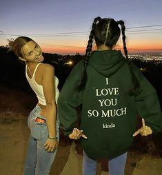 Cute Friend Pictures, Friend Photos, Cute Friends, Best Friends, Mode Streetwear, Insta Photo Ideas, Teenage Dream, Best Friend Goals, Aesthetic Clothes