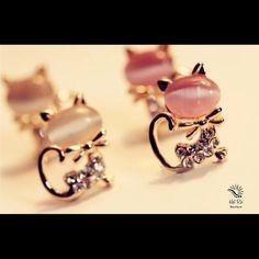 White Kitten Rhinestone Bowknot Earrings ✔️Brand New ✔️Metal Type: Zinc Alloy Boutique Jewelry Earrings