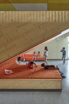 The new architectural concept of the Christian-Bucher-Gasse elementary school dating back to the 1950s, combines the existing structure with the new buildings into a harmonious, functional school complex with a large, protected inner courtyard. Photos: © Kurt Hoerbst #school #context #architecutre #education #courtyard #refurbishment School Date, Refurbishment, Elementary Schools, 1950s, Buildings, Stairs, Dating, Christian, Concept