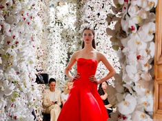 Raf Simons' debut haute couture collection for Christian Dior walked in Paris yesterday. Fancy Dress, Strapless Dress Formal, Dress Up, Formal Dresses, Christian Dior Couture, Raf Simmons, Flower Fashion, Couture Collection, Lady In Red