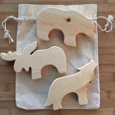Wooden Forest Animals / Natural Wood Toys / Wood Baby Toys - My best shares Wooden Animal Toys, Wood Animal, Wooden Baby Toys, Wooden Crafts, Wooden Diy, Diy Lampe, Wood Toys Plans, Making Wooden Toys, Bois Diy