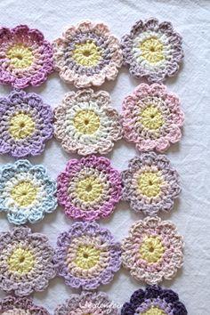 seidenfeins Blog vom schönen Landleben: Pastell - Blüten häkeln * Tutorial * crocheting pastell daisies