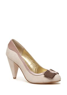 What a fun play on a nude pump.