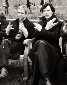 SO. MUCH. EPIC. *fangirling* Dr. John Watson/Martin Freeman and Sherlock Holmes/Benedict Cumberbatch doing fandom signs and looking like a couple of bamfs