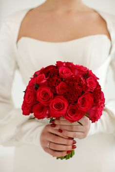 rich red rose bouquet.  Photography by www.segeriusbruceblog.com