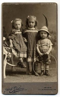 siblings...i just love these vintage photos!: