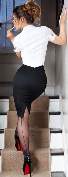 Pencil skirt and back seamed stockings, sexy Tight Dresses, Sexy Dresses, Long Dresses, Style Working Girl, Sexy Outfits, Dress Outfits, 20s Outfits, Spring Outfits, Winter Outfits