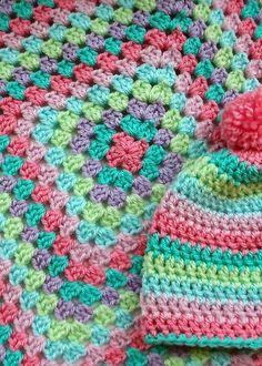 Transcendent Crochet a Solid Granny Square Ideas. Inconceivable Crochet a Solid Granny Square Ideas. Granny Square Häkelanleitung, Granny Square Crochet Pattern, Crochet Afghans, Crochet Squares, Crochet Blanket Patterns, Crochet Granny, Crochet Stitches, Knitting Patterns, Granny Squares