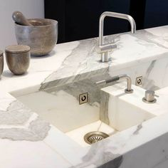 Obumex is the reference for the design of bespoke kitchens as living kitchens, design kitchens, modern kitchens or country kitchens. Kitchen Taps, Kitchen Fixtures, Kitchen And Bath, Kitchen Dining, Kitchen Appliances, Contemporary Kitchen Furniture, Contemporary Kitchen Design, Modern Contemporary, Modern Design