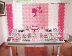 """A Festa da Manu era uma """"típica"""" festa de meninas! Muitooo cor de rosa (em vários tons), Barbie e um toque de princesa! A ideia era algo lúd..."""
