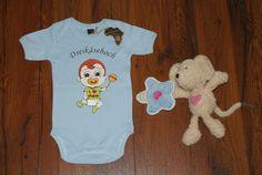 blauer Baby Body Motiv+Schrift  Dreikäsehoch Gr.62 von Jannilus-Kidzshop auf DaWanda.com