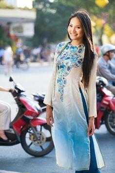 The beauty of Ao dai - Vietnam traditional dress