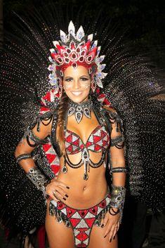 Carnaval 2012 - Renata Santos da Mangueira, no Sambódromo do Rio de Janeiro.