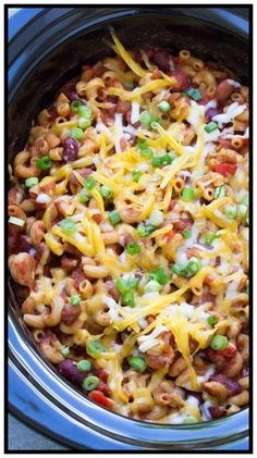 19 Meatless Dump Dinners You Can Make In A Crock Pot - Slow Cooker Vegetarian Chili Mac, filled with pasta, beans, vegetables and cheese! This easy one po - Vegetarian Chili Mac Recipe, Chili Recipes, Real Food Recipes, Vegetarian Meals, Oven Recipes, Cooker Recipes, Vegetarian Barbecue, Easy Recipes, Recipies