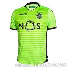 El Sporting Clube de Portugal, mejor conocido como Sporting de Lisboa, presentó hoy sus nuevos uniformes con los que este año los veremos también en la Champions League además de la liga local, elaborados una vez más por la marca italiana Macron, que...