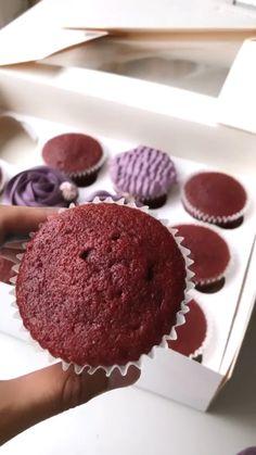 Cupcake Decorating Tips, Cake Decorating Frosting, Cake Decorating Designs, Cake Decorating Techniques, Cupcake Frosting Techniques, Frosting Recipes, Cupcake Recipes, Dessert Recipes, Sheet Cake Designs