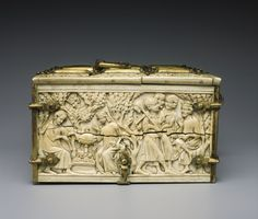c. 1325. Coffret : Assaut du château d'Amour. Cluny Museum. Cl. 23840