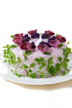 Chamam-se Vegiedeco Salads, são saladas decorativas criadas pela mão da nipónica Mitsuki Moriyasu, uma food stylist que expõe e dá a provar os seus bolos, perdão, as suas saladas no Vegiedeco Café, em Nagoia no Japão.