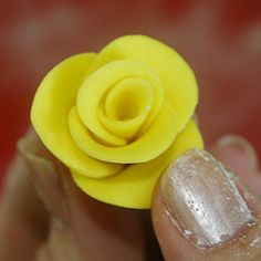 Sweet Scarlet: Tutorial: How to Make Quick & Easy Gumpaste Roses