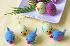 Petits oiseaux en laine feutrée.