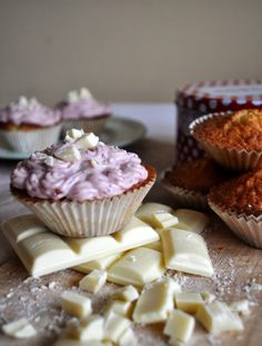 Cupcakes&Company: Delicious cupcakes with crispy  chunks of white chocolate and pink raspberry cream cheese icing.