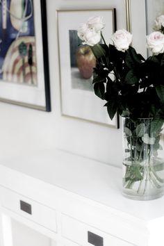 Life's Silverlining and I Foto_Inredning_Resor_Stil & Skönhet White sideboard, livingroom, framewall, photowall