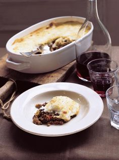 Ricardo: Moussaka salt and roast the eggplant add a egg to the bechamel, remove the cheese Gourmet Recipes, Beef Recipes, Healthy Recipes, Dinner Recipes, Cooking Recipes, Healthy Eating Tips, Healthy Nutrition, Moussaka Recipe, Ricardo Recipe