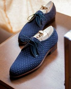 Advice When Shopping For The Designer Shoes. If you are a picky person who is totally consumed by the wide variety of remarkable designs of the designer shoes, then you are not alone. Formal Shoes, Casual Shoes, Suede Shoes, Shoe Boots, Leather Shoes, Men Dress, Dress Shoes, Dress Clothes, Gentleman Shoes