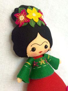 Frida Kahlo muñeco de fieltro 100% lana por UnBonDiaHandmade Frida Kahlo felt doll. Pattern from noialand