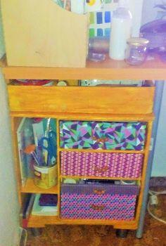 Mueble auxiliar de cartón. Cardboard shelving.