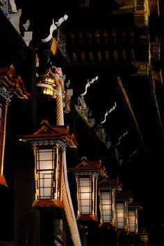 Lanterns at Shounai-jinja shrine, Osaka, Japan 庄内神社