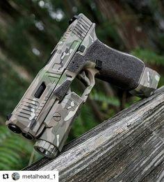 Bad ass Agency Arms custom Glock 17 with inforce01 APL & Falkor defense Velocity mag extension. Multicam cerakote by blowndeadline the cerakote slayer