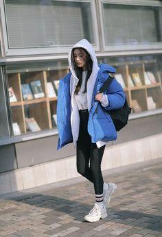 winter outfits korean Style korean girl hijab 23 b - winteroutfits Korean Fashion Winter, Korean Girl Fashion, Ulzzang Fashion, Korean Street Fashion, Asian Fashion, Look Fashion, Hijab Fashion, Fashion Outfits, Korea Fashion