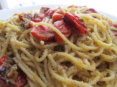 Fettuccine con pomodori alla brace, vaniglia, menta e pecorino. Questa ricetta dello chef Salvatore Tassa è una ricetta tipica del Lazio e della ciociaria.