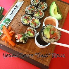 """Vegan Spicy """"Tuna"""" Rolls with Tomato Tuna! Vegetarian Sushi Rolls, Spicy Tuna Sushi, Spicy Tuna Roll, Vegetarian Recipes, Sushi Recipes, Whole Food Recipes, Crab Sushi Roll, Veggie Snacks, Chinese Meals"""