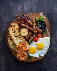 Breakfast food is appropriate for every hour of the day courtesy of Check out for more food love! Breakfast Platter, Breakfast Recipes, English Breakfast Ideas, Breakfast Pictures, Sandwich Torte, Cooking Recipes, Healthy Recipes, Food Platters, Cafe Food