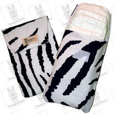 Bolsa porta pañales con estampado de cebra y capacidad de hasta 6 pañales. (PVP: 9,95 € + Gastos de envío)