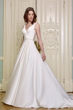 Discover latest Luxury Wedding Dress trends, Luxury Wedding Dress inspration, style and other ideas to try. Get updated with Luxury Wedding Dress news and latest articles including celebrities, fashion, hot trends and much more! Wedding Outfits For Women, 2016 Wedding Dresses, Luxury Wedding Dress, Classic Wedding Dress, Wedding Dress Trends, Wedding Dress Styles, Ellis Bridal, Bride Look, Dress Collection