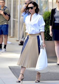 One of the most popular item that many bloggers are rocking on the streets this season is the pleated skirt. We saw it on the runways, paired with everything from bomber jackets to combat boots, and now we're ready to give it our own, easy-to-wear-everyday twist.  Weather it'smidi, maxi or mini h